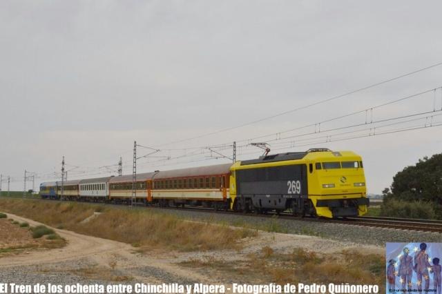El Eurociudadano nudista - El tren de los 80 entre Chinchilla y Alpera - 9 de septiembre de 2017 - Fotografía de Pedro Quiñonero